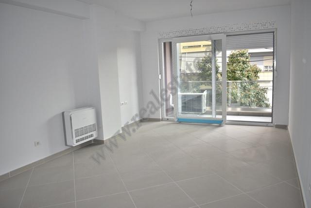 Apartament 1+1 per zyra me qira prane qendres se Tiranes