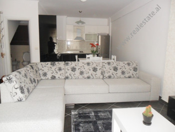 Apartament dubleks me qera tek residenca Kodra e Diellit ne Tirane. Nje apartament luksoz me cdo gj