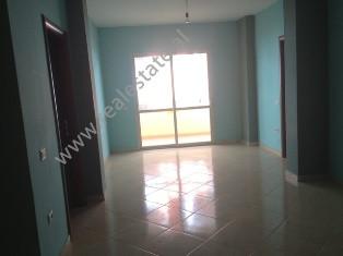 Apartament 3+1 per shitje ne rrugen Qemal Stafa ne Tirane. Apartamenti ndodhet ne zonen e Linzes , v