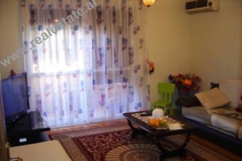 "Apartament 2+1 ne shitje prane gjimnazit ""Cajupi"" ne Tirane. Apartamenti ndodhet ne kati"