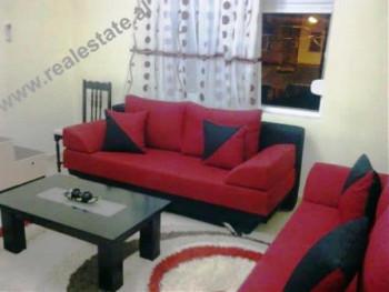 Apartament 2+1 me qera prane Postes Shqiptare ne Tirane. Apartamenti ndodhet ne katin e II te palla
