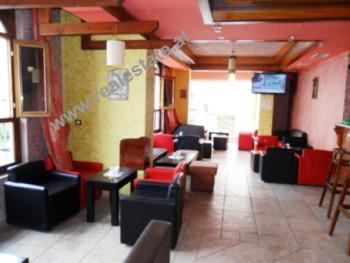 Bar Kafe ne shitje pas Gjimnazit te Gjuheve te Huaja ne Tirane. Ambjenti ndodhet ne katin e II-te t