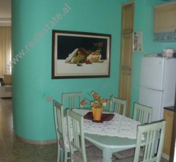 Apartament per shitje ne rrugen Myslym Shyri ne Tirane. Apartamenti pozicionohet ne katin e dyte te