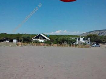 Shitet toke dhe shtepi druri ne bregdetin e Velipojes. Toka pozicionohet ne Pulaj te plazhit te Veli