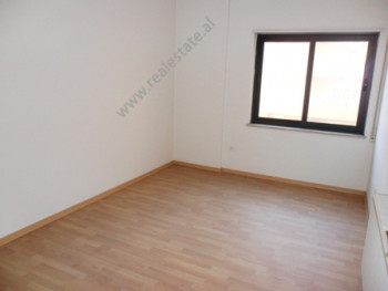 Apartment for office for rent in Barrikadave Street in Tirana. The apartment is located on the 4-th