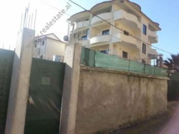 Vile 4 - kateshe dhe toke per shitje ne rrugen Gramozi ne Tirane. Toka eshte e ndare ne dy pjese; n