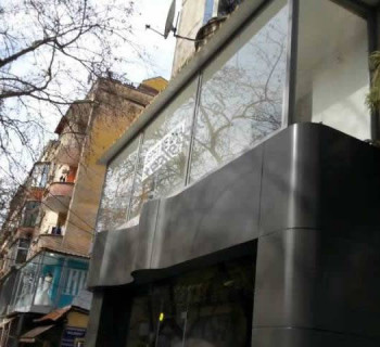 Store space for sale in Myslym Shyri Street in Tirana. The store is located in the second floor of