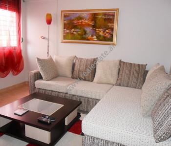 Apartament modern 2 + 1 me qera ne rrugen Vllazen Huta ne Tirane. Apartamenti ndodhet ne kati