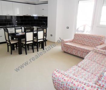 Apartament 2 + 1 me qera ne rrugen Ali Visha ne Tirane. Apartamenti ndodhet ne katin e 5-te te nje