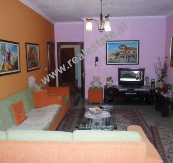 Apartament 3 + 1 me qera ne rrugen Petro Nini Luarasi ne Tirane. Apartamenti ndodhet ne katin e 2-t