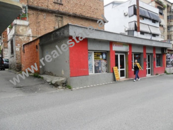 Dyqan ne shitje ne rrugen Fadil Rada ne Tirane. Dyqani ndodhet buze rruge dhe eshte ndertese 1 - ka