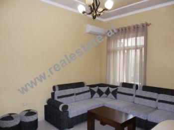 Apartament 1 + 1 me qera ne rrugen Mihal Popi ne Tirane. Apartamenti ndodhet ne katin e dyte ne nje