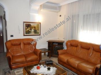 Apartament 2 + 1 per shitje ne rrugen e Elbasanit ne Tirane. Apartamenti ndodhet ne katin e 7-te ne