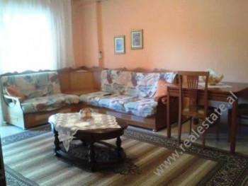 Apartament 2+1 me qera te shkolla Faik Konica ne Tirane. Apartamenti pozicionohet ne nje lagje te q