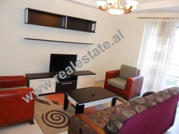 Apartament me qera ne rrugen e Saraceve.Ai ndodhet ne katin e 4-te ne nje pallat te ri.Pallati eshte