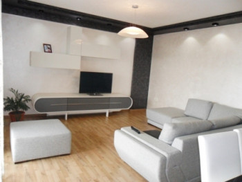 Three bedroom apartment for rent at the Nobis Center. It is located on the 5-th floor in a new comp