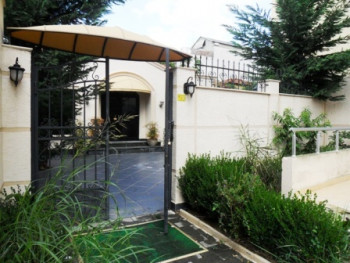 Villa for rent near Optika Roma. It is located near the main street, in one of the oldest neighborh