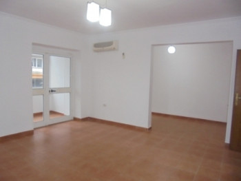 Apartament per zyra me qera ne zonen e ish-Bllokut ne Tirane.Apartament ndodhet ne katin e III-te te