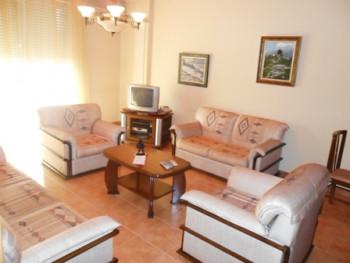 Apartament me qera ne rrugen Mustafa Matohiti. Ndodhet ne katin e 7-te ne nje pallat te ri buze rru