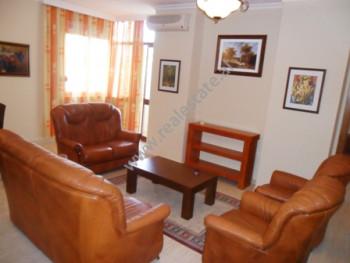 Apartament me qera prane rruges se Kavajes ne Tirane. Ndodhet ne katin e 4-rt ne nje pallat te ri,