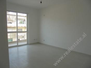 Apartament 2+1 ne shitje ne fillim te rruges Mine Peza ne Tirane.Apartamenti ndodhet ne katin e pest