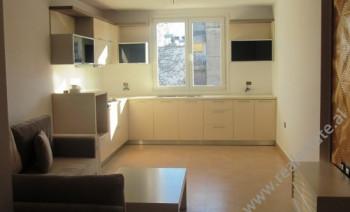 Apartament me qera ne rrugen Myslym Shyri ne Tirane.Pozicionohet ne katin e 5-te ne nje pallat