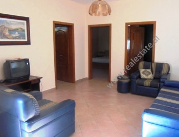 Apartament per shitje ne rrugen Vllazen Huta ne Tirane. Pozicionohet ne katin e 5-te ne nje pallat
