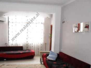 Apartament per shitje ne fillimin e rruges Hamdi Sina ne Tirane. Pozicionohet ne katin e 5-te te nj