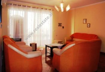 Apartament me qera ne kryqezim te rruges Islam Alla me rrugen e Kavajes ne Tirane. I pozicionuar ne