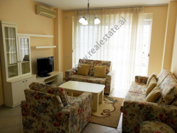 Apartament me qera ne rrugen Ymer Kurti ne Tirane. Ndodhet ne katin e 4-t ne nje pallat te ri prane