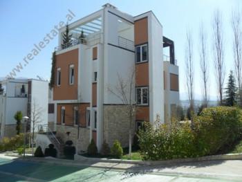 Vile moderne me qera ne fillimin e rruges Dervish Shaba ne Tirane. Vila ka siperfaqe ndertimi prej