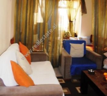 Apartament 2+1 me qera ne bulevardin Zog I ne Tirane. Lokalizohet ne nje prej zonave me te preferua