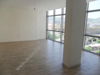 Apartament modern per shitje ne rrugen Sali Butka ne Tirane. Ndodhet ne katin e 4-t ne nje pallat t