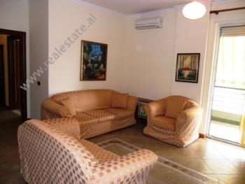 Apartament me qera ne rrugen Pjeter Budi ne Tirane. Ndodhet ne katin e 4-rt ne pallat te ri prane r