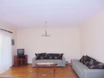 Apartament 2+1 me qera ne rrugen Gjin Bue Shpata ne Tirane. Pozicionohet ne katin e 5-te te nje pal