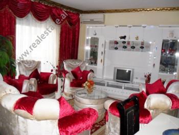 Apartament per shitje ne rrugen Haxhi Hysen Dalliu ne Tirane. Ndodhet ne katin e 2-te ne nje pallat