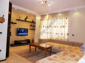 Apartament modern me qera ne rrugen Liqeni i Thate ne Tirane. Ndodhet ne katin e 4-te ne nje komple