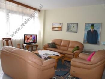 Apartament me qera ne rrugen Ismail Qemali ne Tirane. Ndodhet ne katin e 5-te ne nje pallat te ri,