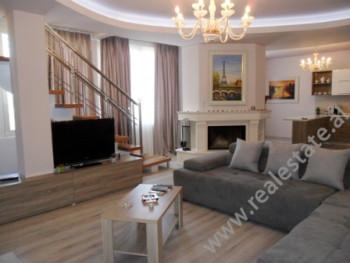 Apartament me qera ne rrugen e Kavajes ne Tirane. Ndodhet ne katin e 7-te ne nje pallat te ri, por