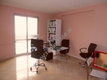 Apartament 1+1 per zyre ne rrugen Isa Boletini ne Tirane Zyra ndodhet ne katin e pare te bani