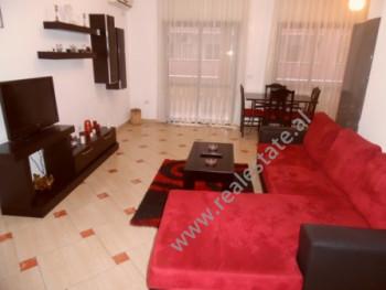 Apartament 3+1 me qera ne rrugen Bardhok Biba ne Tirane Apartamenti ndodhet ne katin e katert te nj