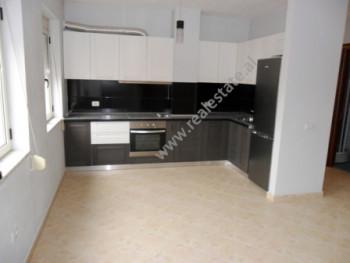 Apartament me qera ne rrugen Tefta Tashko Koco ne Tirane. Me nje siperfaqe prej 65 m2 banesa ndahet