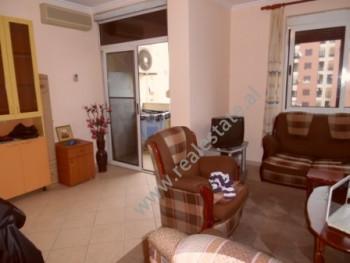 Apartament 1+1 per shitje ne rrugen Panorama ne Tirane. Apartamenti ndodhet ne katin e 8-te te nje
