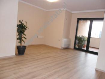 Apartament 2+1 per zyra me qera ne rrugen Ibrahim Rugova ne Tirane. Ndodhet ne katin e 6-te ne nje