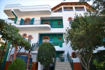 Four storey villa for rent consists of  a basement, a garage for 2 cars and 3 floors for l