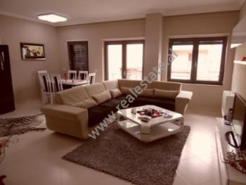 Apartament 2+1 me qera ne Sheshin Karl Topia ne Tirane. Apartamenti ndodhet ne katin e 6-te te pall