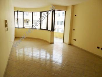 Apartament per shitje ne rrugen Frederik Shiroka ne Tirane. Ndodhet ne katin e 7-te ne nje kompleks