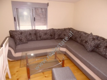 Apartament 1+1 me qera ne rrugen Haxhi Hysen Dalliu ne Tirane. Apartamenti ndodhet ne katin e 7-te