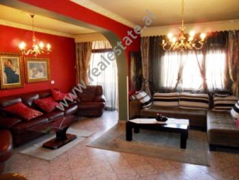Apartament me qera ne rrugen Sulejman Pasha ne Tirane. Ndodhet ne katin e 6-te ne nje pallat te ri,