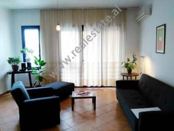 Apartament me qera ne rrugen Nasi Pavllo ne Tirane. Ndodhet ne katin e 7-te ne nje pallat te ri, te